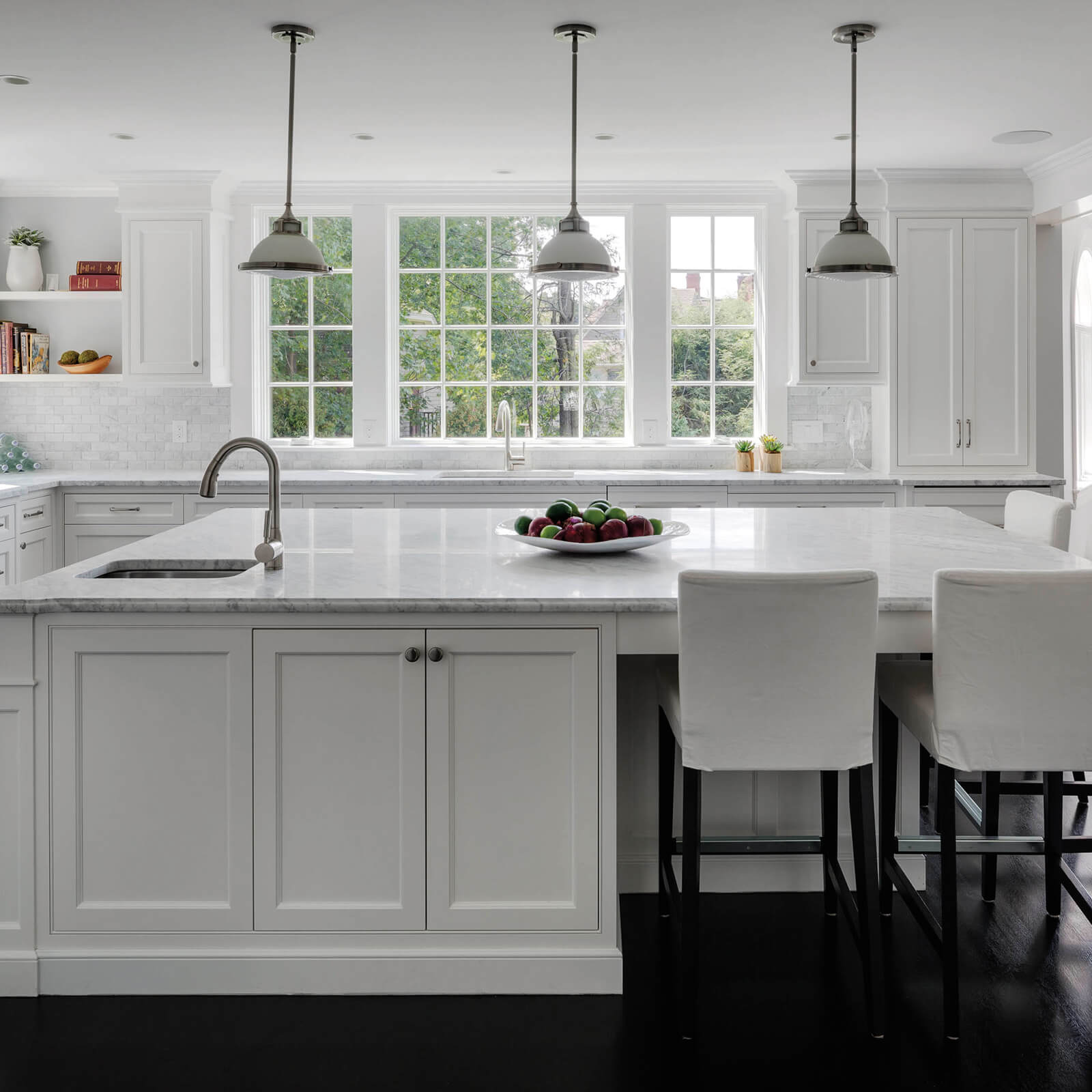 Kitchen with large island and Marvin Elevate Casement Windows